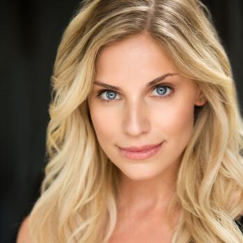 Sarah Marince Voice Over Talent Headshot01