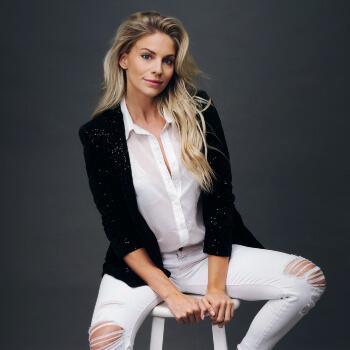 Sarah Marince Voice Over Talent Headshot13